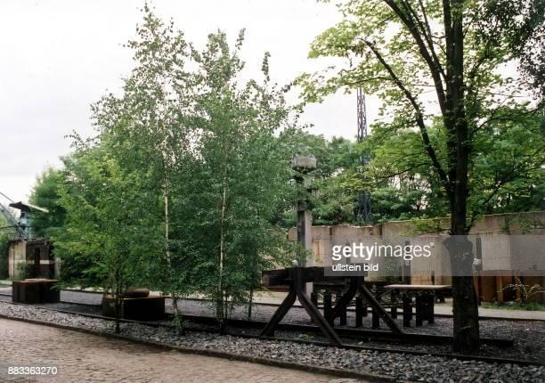 Stillgelegte Gleise mit Prellbock auf dem Areal zwischen dem SBahnhof Priesterweg und dem SBahnhof Papestrasse das Biotop wurde im Rahmen der Expo...
