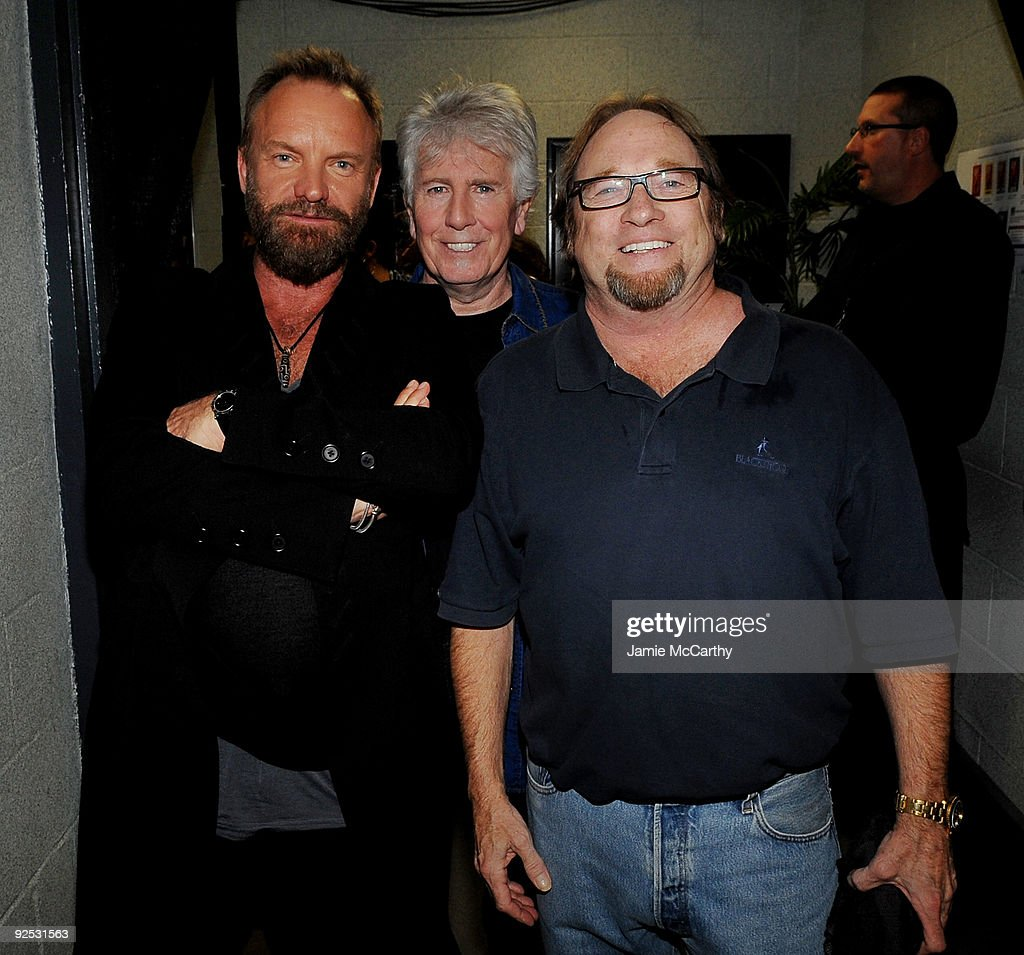 25th Anniversary Rock & Roll Hall Of Fame Concert - Night 1 - Backstage