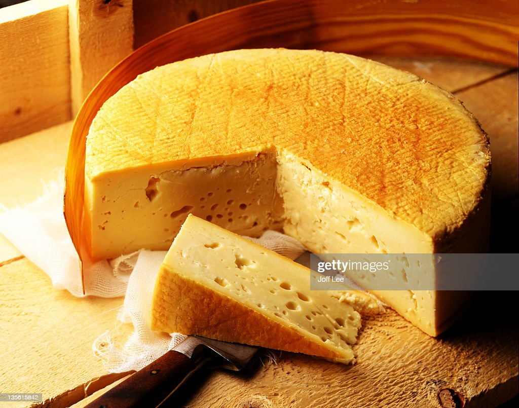 Stinking Bishop cheese with slice cut : Stock Photo