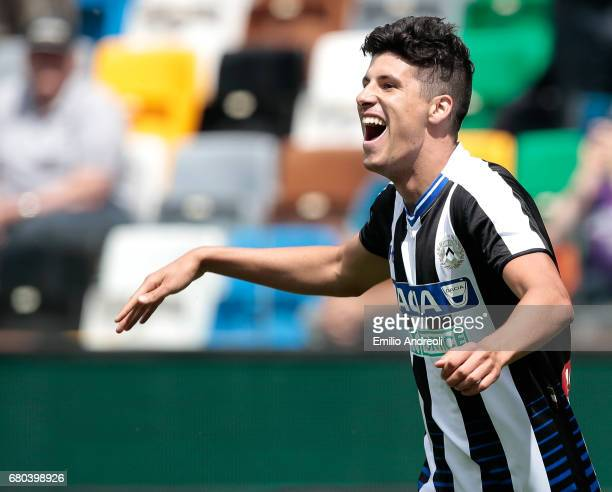 Stipe Perica of Udinese Calcio celebrates his goal during the Serie A match between Udinese Calcio and Atalanta BC at Stadio Friuli on May 7 2017 in...