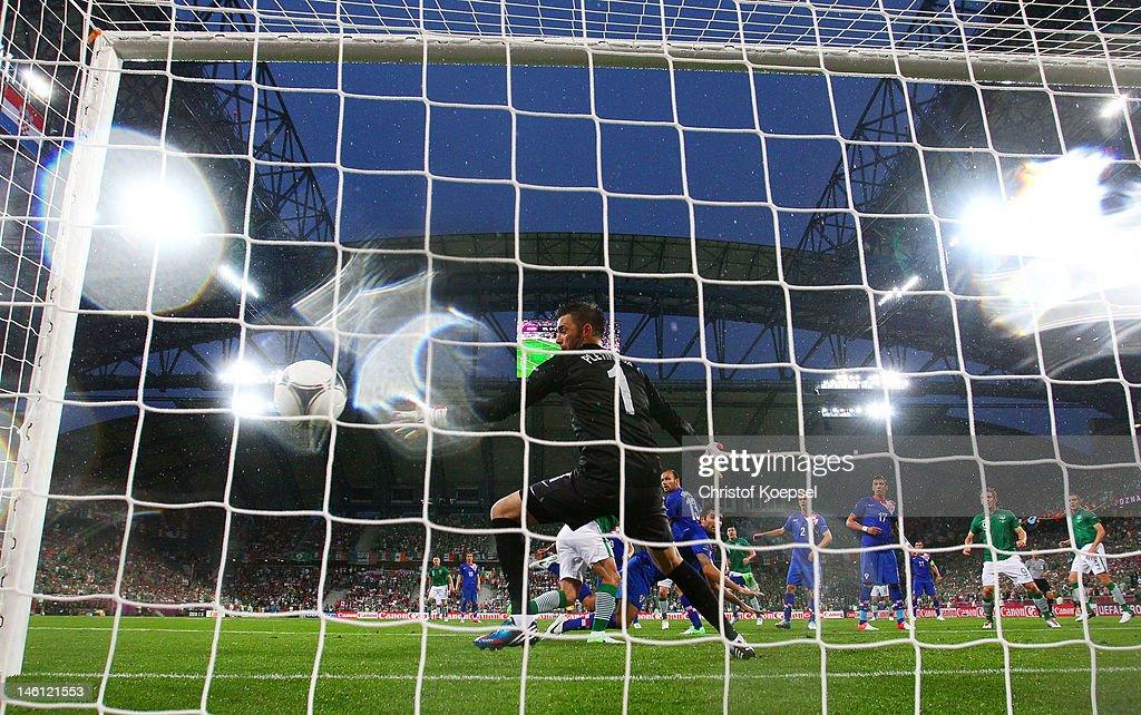 Stipe Pletikosa of Croatia fails to stop Sean St Ledger of Republic of Ireland's goal during the UEFA EURO 2012 group C between Ireland and Croatia...