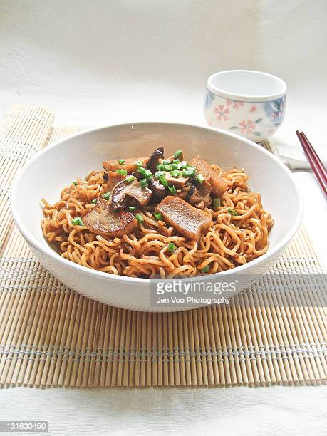 Stir-fried ramen noodles with fish cakes and shita