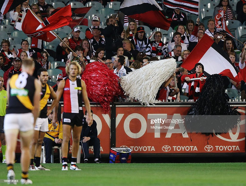 St.Kilda Saints fans try to distract Jack Riewoldt of the Richmond Tigers as he lines up for goal during the round two AFL match between the St Kilda Saints and the Richmond Tigers at Melbourne Cricket Ground on April 5, 2013 in Melbourne, Australia.