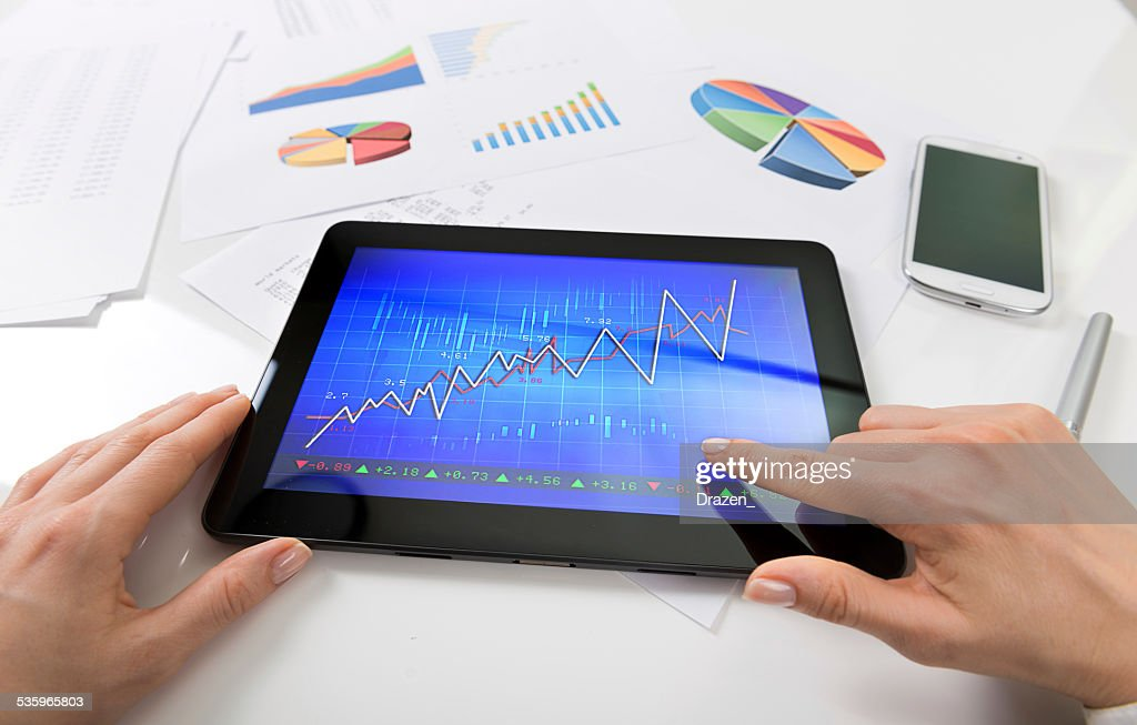 Stock market broker using digital technology for trading and business : Stock Photo