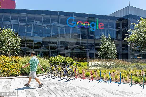 Stock-Foto von den Google-Zentrale mit Blick auf die Berge