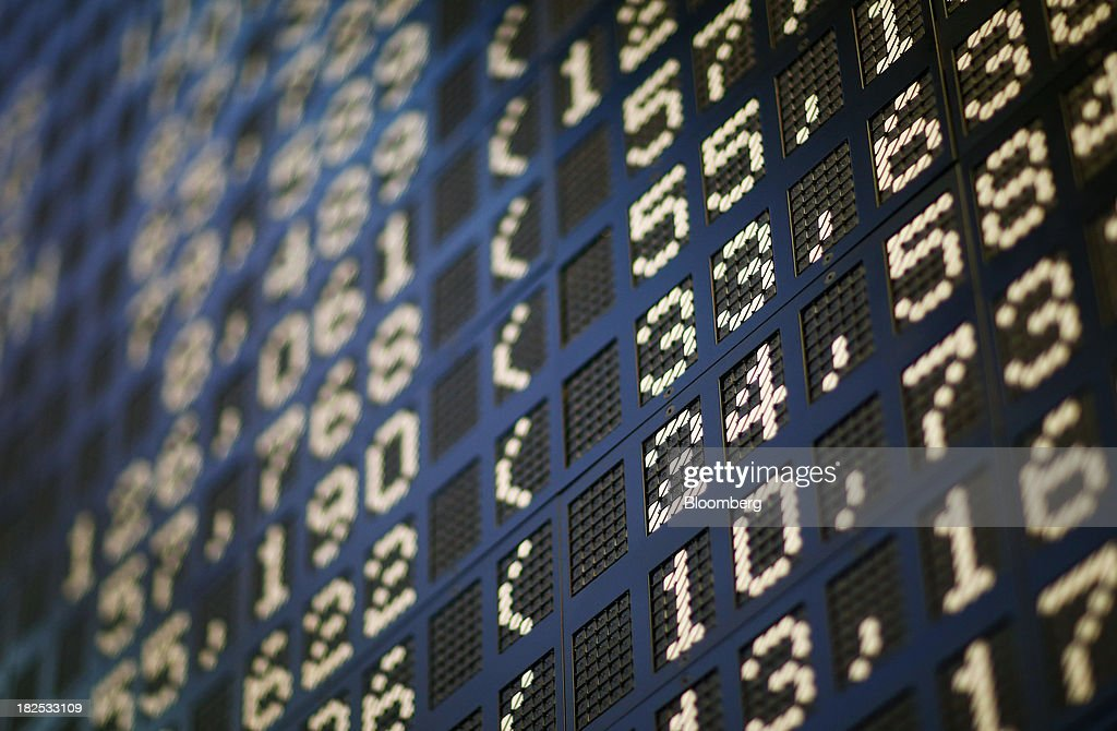 Stock prices are displayed on a board at the Frankfurt Stock Exchange in Frankfurt, Germany, on Monday, Sept. 30, 2013. Global stocks fell, trimming their biggest quarterly gain since the start of 2012, while the Japanese yen strenghtened before a potential U.S. government shutdown. Photographer: Ralph Orlowski/Bloomberg via Getty Images