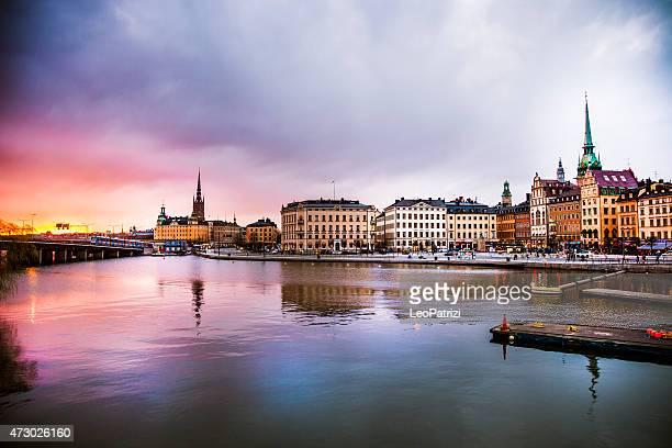 Estocolmo Suecia.   Panorama de la ciudad antigua y la iglesia