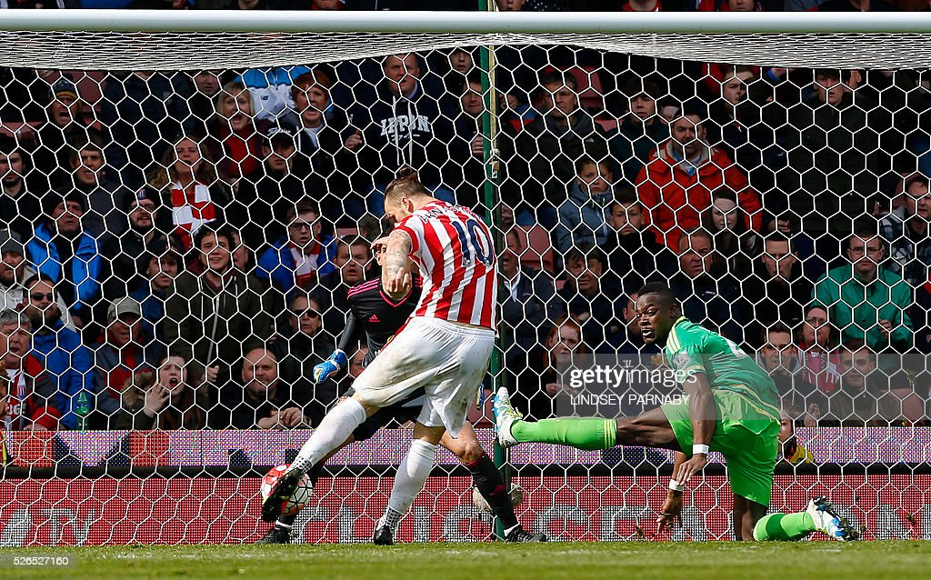 Stoke City's Austrian striker Marko Arnautovic scores the opening goal during the English Premier League football match between Stoke City and Sunderland at the Britannia Stadium in Stoke-on-Trent, central England on April 30, 2016. / AFP / LINDSEY PARNABY / RESTRICTED TO EDITORIAL USE. No use with unauthorized audio, video, data, fixture lists, club/league logos or 'live' services. Online in-match use limited to 75 images, no video emulation. No use in betting, games or single club/league/player publications. /