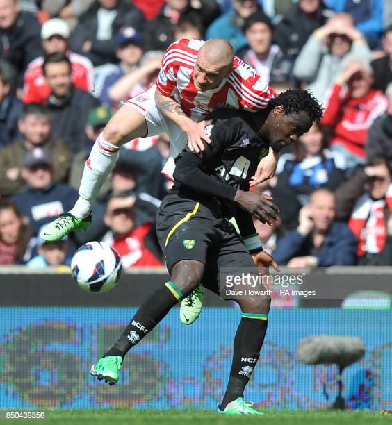 Stoke City's Dean Whitehead battles with Norwich City's Kei Kamara during the Barclays Premier League match at the Britannia Stadium Stoke