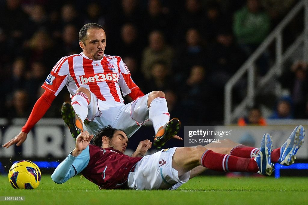 """Stoke City's English midfielder Matthew Etherington (L) vies for the ball with West Ham United's Irish defender Joey O'Brien (R) during the English Premier League football match between West Ham and Stoke City at the Boleyn Ground, Upton Park, in East London, England, on November 19, 2012. USE. No use with unauthorized audio, video, data, fixture lists, club/league logos or """"live"""" services. Online in-match use limited to 45 images, no video emulation. No use in betting, games or single club/league/player publications."""