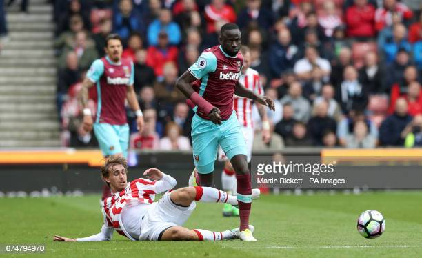 Stoke City's Marc Muniesa and West Ham United's Cheikhou Kouyate battle for the ball during the Premier League match at the bet365 Stadium Stoke