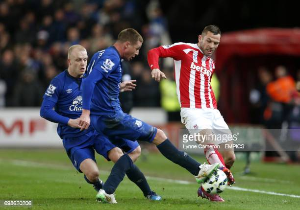 Stoke City's Phil Bardsley and Everton's James McCarthy battle for the ball