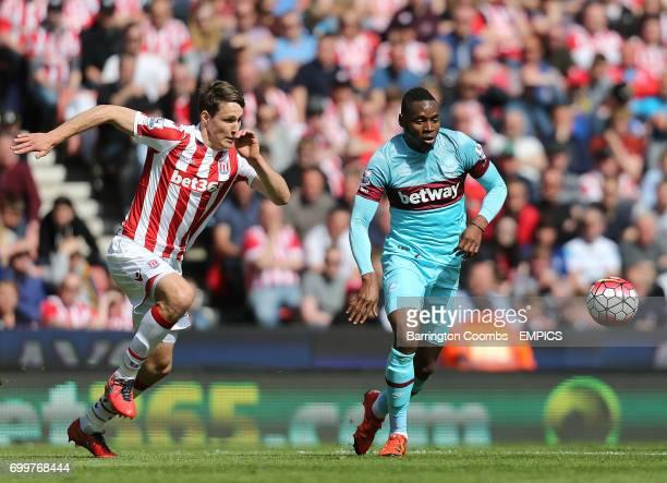 Stoke City's Philip Wollscheid and West Ham United's Diafra Sakho