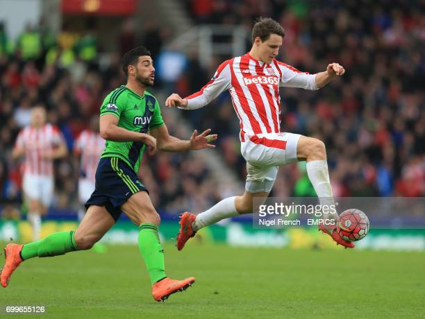 Stoke City's Philipp Wollscheid and Southampton's Graziano Pelle battle for the ball