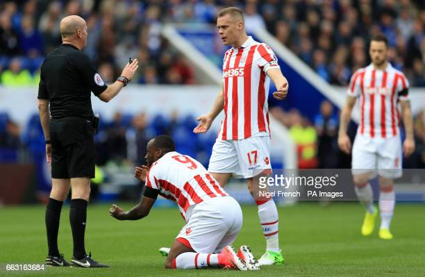 Stoke City's Ryan Shawcross and Saido Berahino appeal to Referee Lee Mason during the Premier League match at the King Power Stadium Leicester