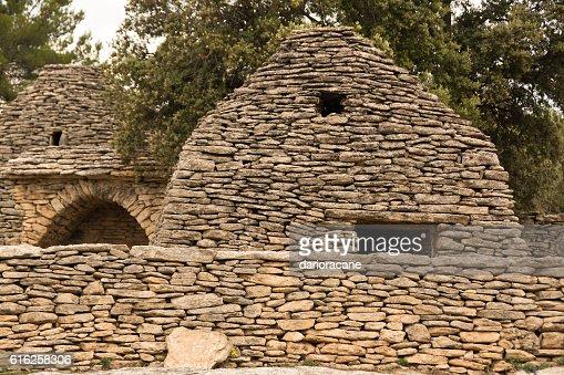 Stone huts in Provence : Foto de stock