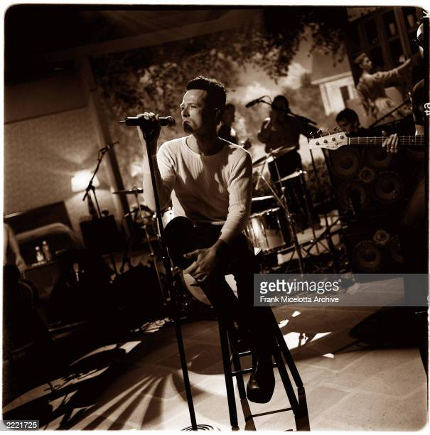 Stone Temple Pilots singer Scott Weiland rehearsing for VH1 Storytellers in New York on March 8 2000