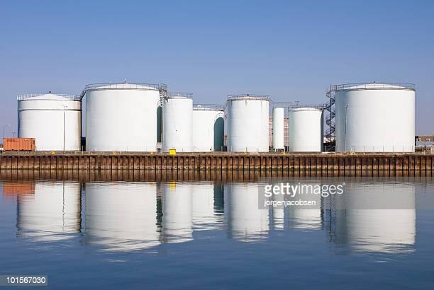 Vorratsbehälter im Hafen