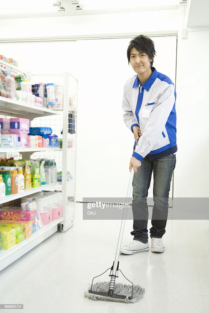 Store clerk cleaning : Stock Photo