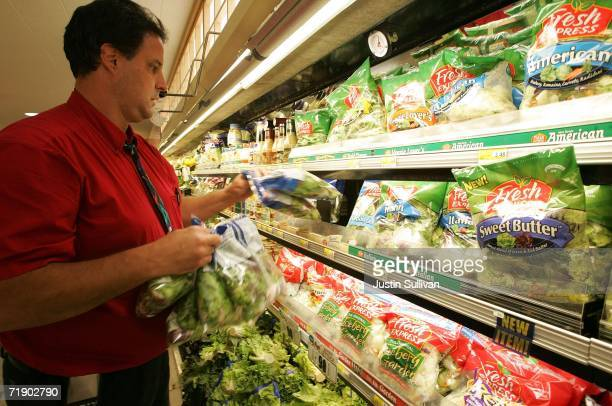 A store worker removes bags of salad mix containing fresh spinach September 15 2006 at United Market in San Rafael California The source of an E coli...
