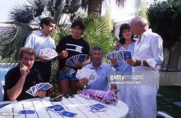 Stéphane Collaro en compagnie de Eddy Mitchell Gérard Majax Patrick Bruel et de Eddie Barclay avec sa femme Caroline Giganti en août 1987 à...