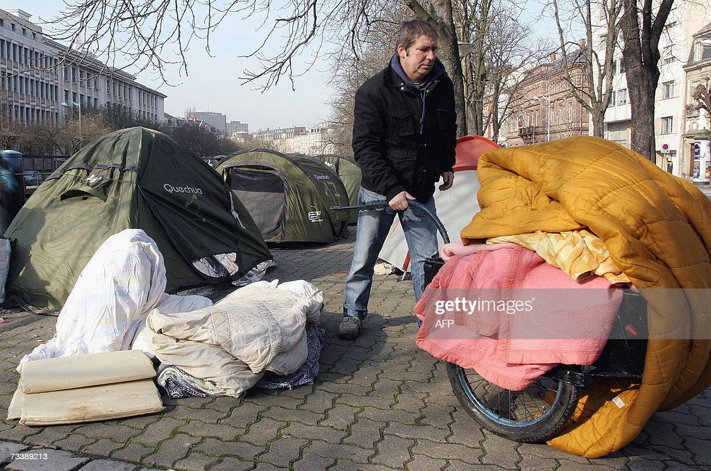 A member of 'Les Enfants de Don Quichotte' (The Children of Don Quixote) association, folds his tent, after being sheltered in a hotel following an agreement with the Bas-Rhin Prefecture in Strasbourg, 22 February 2007. AFP PHOTO JOHANNA LEGUERRE