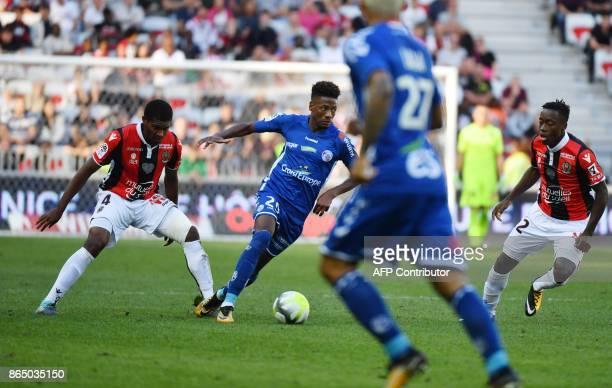 Strasbourg's Cape Verdian forward Nuno Da Costa vies with Nice's Brasilian defender Santos Marlon during the french L1 football match between OGC...