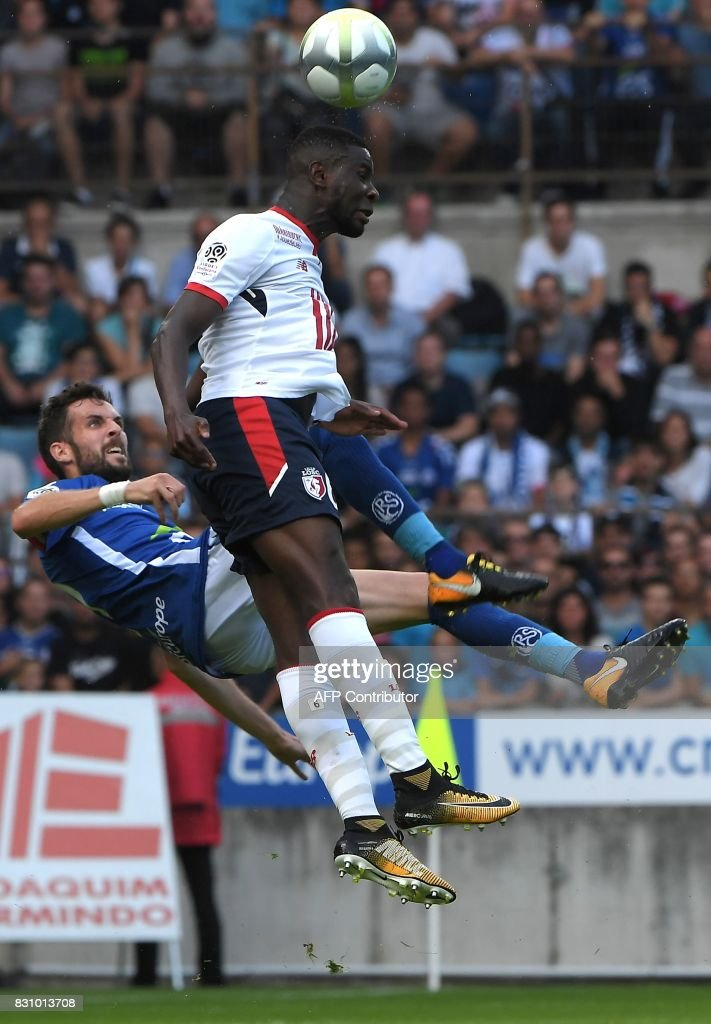 Strasbourg's French midfielder Benjamin Corgnet (L) fights for the ball with Lille's Portuguese defender Edgar Ie during the French Ligue 1 football match between Strasbourg (RCSA) and Lille (LOSC) at The Meinau Stadium in Strasbourg, eastern France on August 13, 2017. /