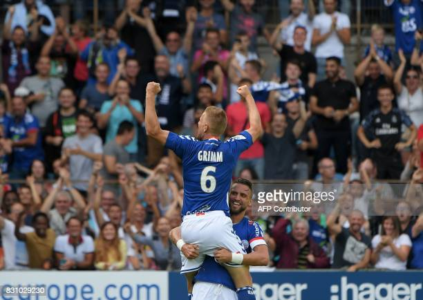 Strasbourg's French midfielder Jeremy Grimm celebrates his goal with teammate French midfielder Anthony Goncalves during the French L1 football match...