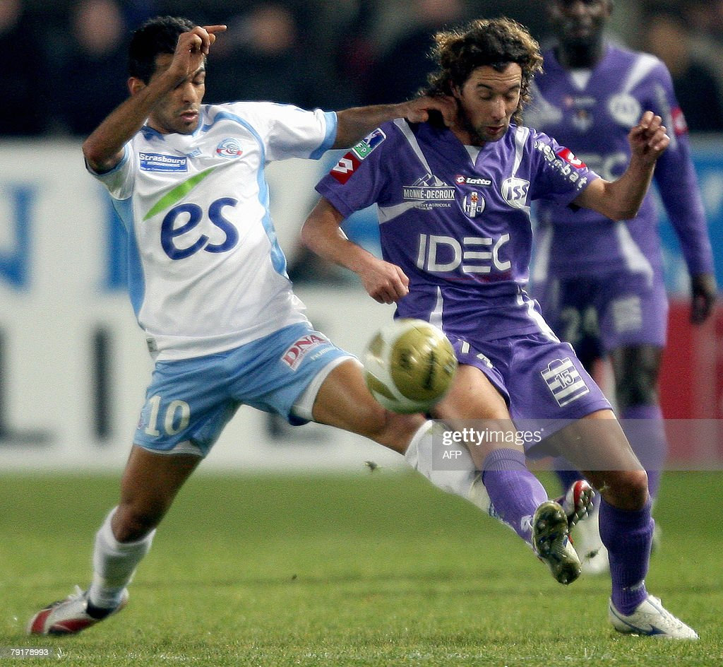 Strasbourg's midfielder Yacine Abdessadki (L) vies with Toulouse's midfielder Pantxi Gilles Sirieix (R) during their French L1 football match Strasbourg vs Toulouse, 23 January 2008 at the Meinau stadium in Strasbourg.
