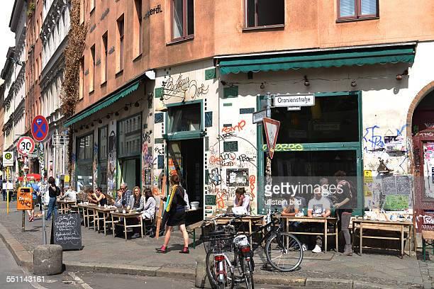 Strassencafe Bateau Ivre Oranienstrasse Kreuzberg Berlin Deutschland
