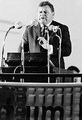 Strauss Franz Josef *Politiker CSU D haelt eine Rede undatiert