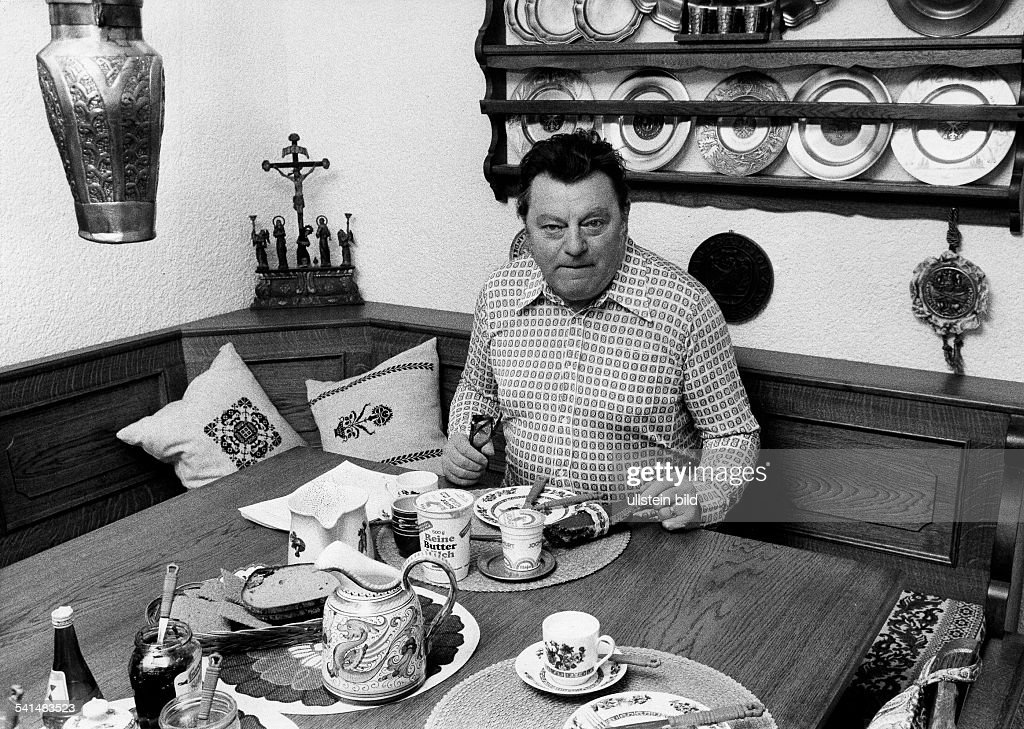 Strauss Franz Josef Politician CSU Germany at breakfast 1975