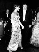 Strauss Franz Josef Politiker CSU D Bundesverteidigungsminister Strauss mit Marianne Koch auf dem Bundespresseball in Bon 1959