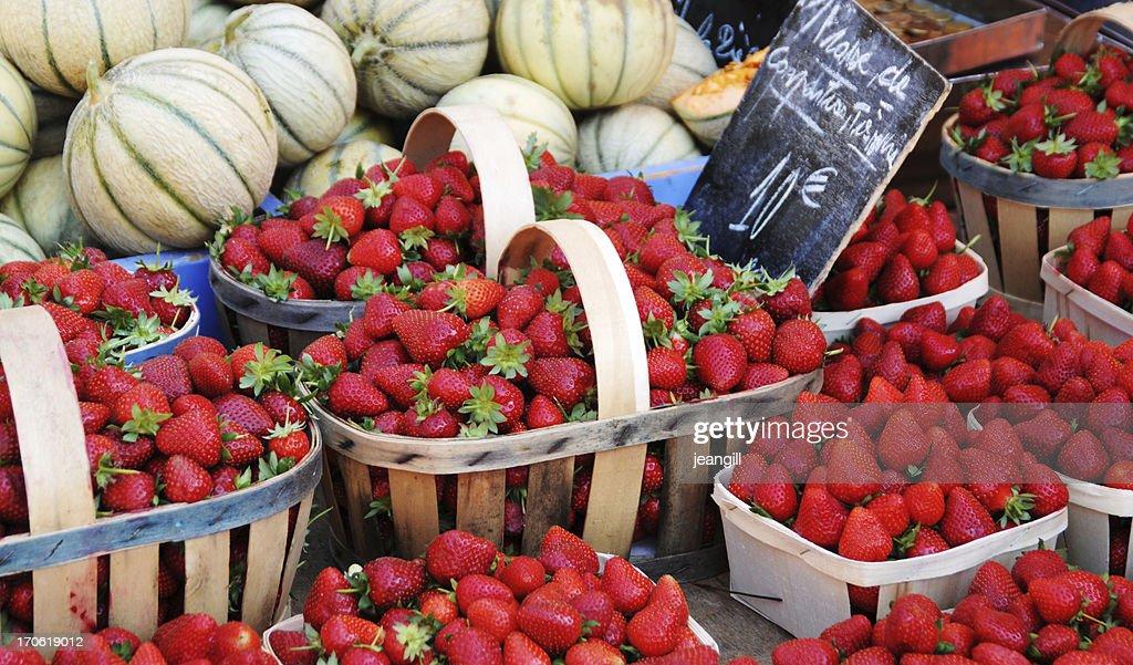 Fraises à la vente au marché de rue, Provence : Photo