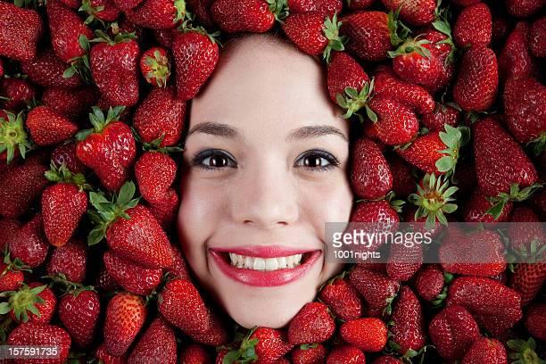 Fille aux fraises
