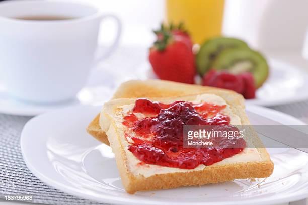Marmellata di fragole e pane