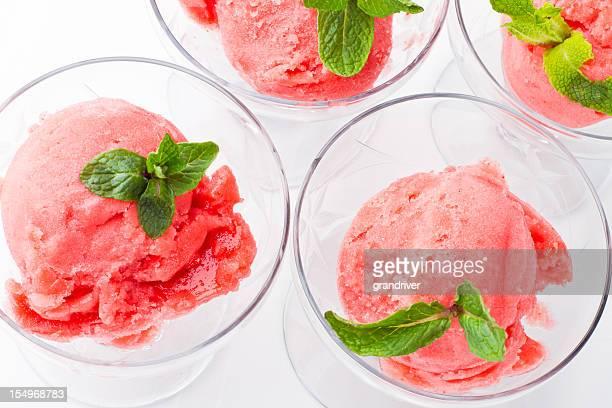 Strawberry Sorbet mit frischer Minze