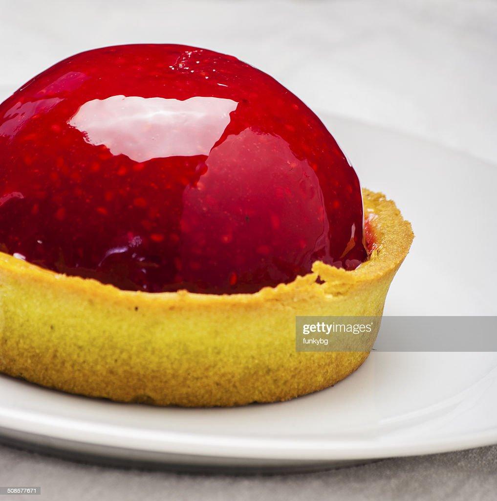 strawberry tart on white : Stockfoto