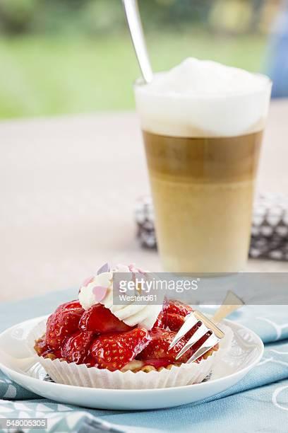 Strawberry tartlet and Latte Macchiato