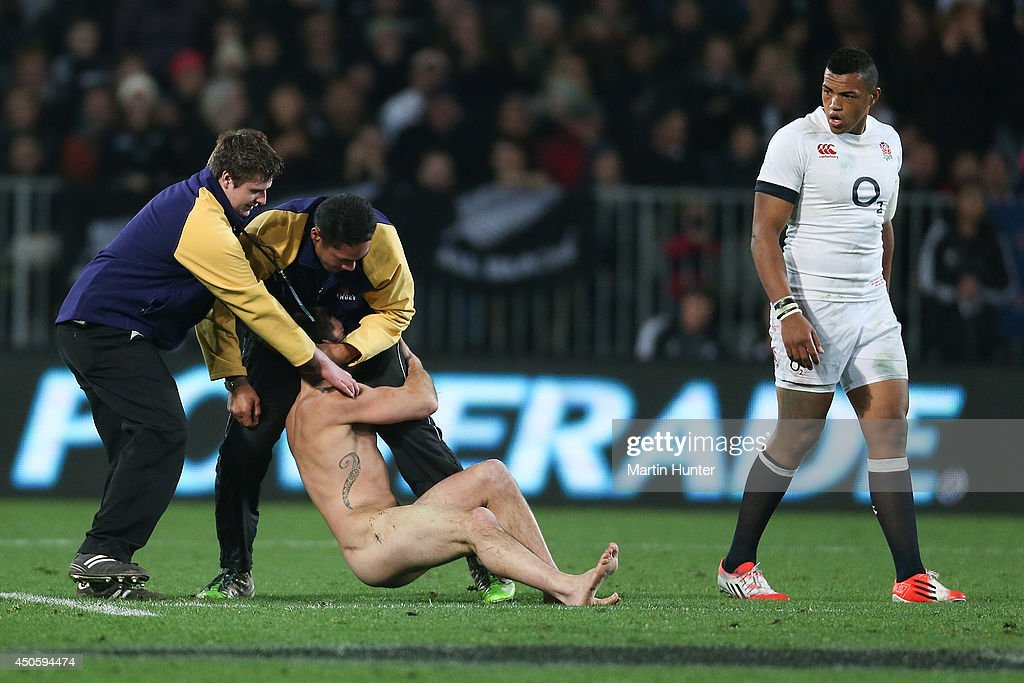 Security guard cops criticism after streaker smashed