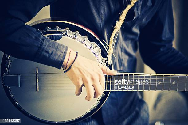 street banjo player