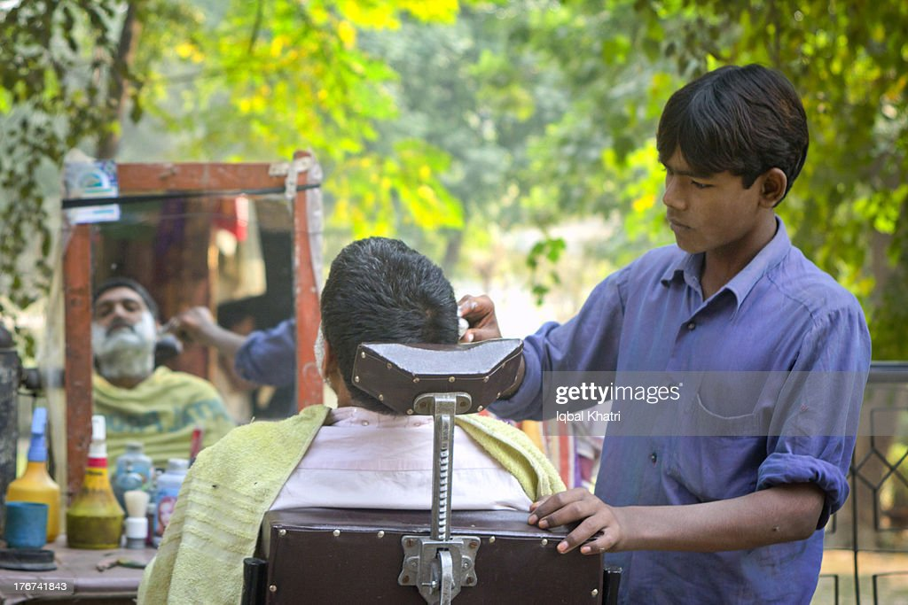 Street Barber - Lahore ,Pakistan : Stock Photo