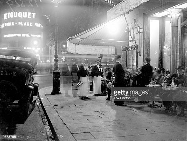 A street cafe in Paris at night