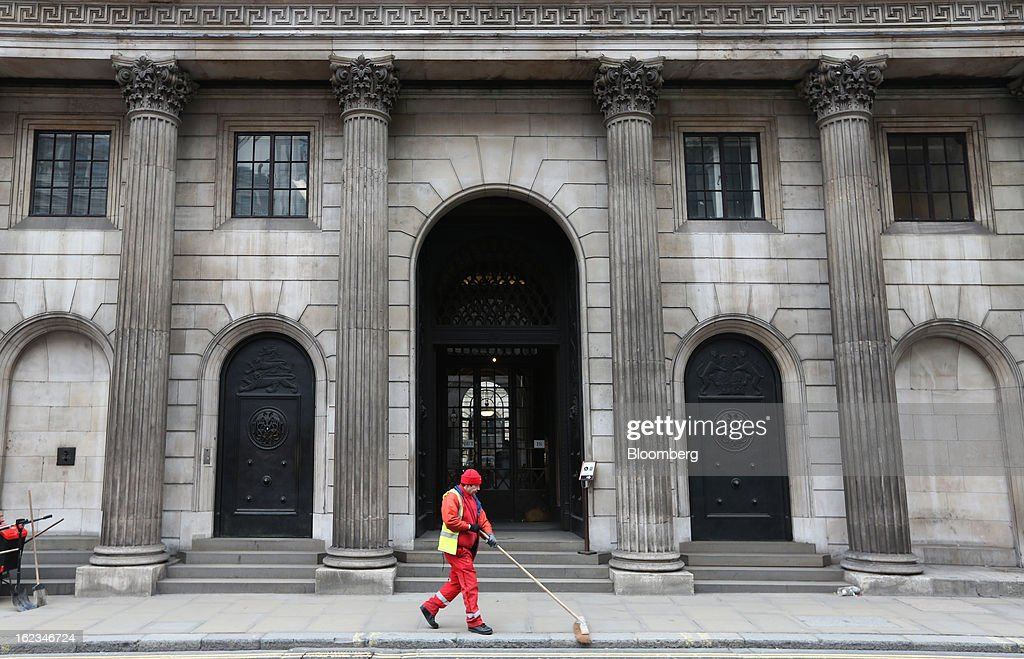 A street cleaner sweeps the pavement outside the main entrance to the Bank of England in London, U.K., on Friday, Feb. 22, 2013. RBS, Britain's biggest publicly owned lender, was fined $612 million by regulators in the U.K. and the U.S. for rigging the London interbank offered rate and similar benchmarks. Photographer: Chris Ratcliffe/Bloomberg via Getty Images