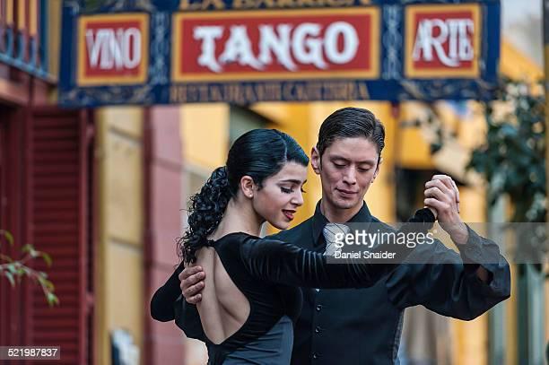 Street dancers, couple dancing tango, La Boca, Buenos Aires, Argentina