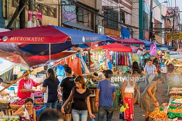 Mercato di strada di Manila, nelle Filippine