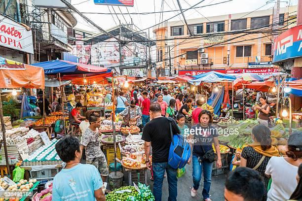 Mercado de calle en Manila, Filipinas
