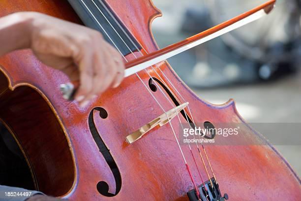 ストリートミュージシャンチェロ奏者