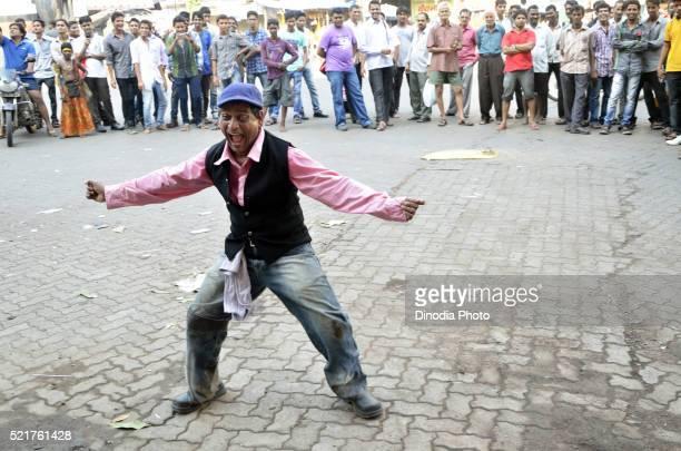 Street performer entertaining public on Mumbai, Maharashtra, India